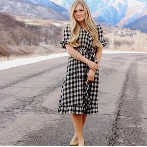 NWTBlack and white gingham dress midi wrap ruffle